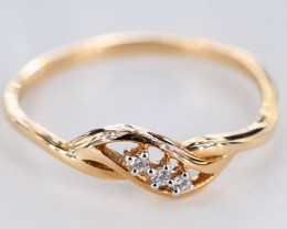 EXQUISITE DIAMONDS IN 18K GOLD RING SIZE 7