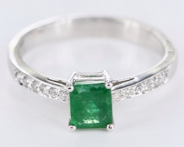 TEMPTING EMERALD WITH DIMONDS RING SIZE 7