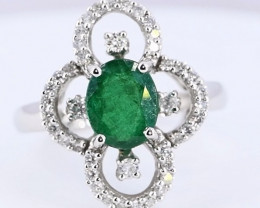 DAZZLING EMERALD WITH DIMONDS RING SIZE 7