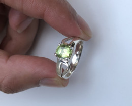 23 Ct Apple Green Tourmaline 925 Silver Ring