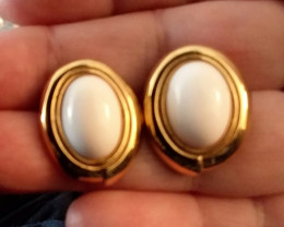 VINTAGE MONET EARRINGS GOLD & WHITE OVAL BUTTON EARRINGS