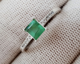 Natural Green Emerald  9.10 Carats 925 Silver Ring