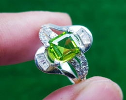 Natural Green Peridot Ring 925 Sterling Silver (AD)