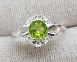 Natural Green Peridot 10.20 Carats 925 Silver Ring