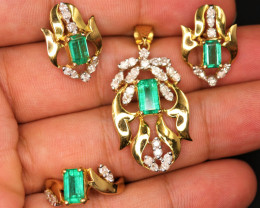 18 k Yellow Gold Gorgeous Natural Afghanistan Vivid Green Lusters Emerald,