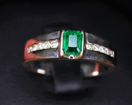 18 k White Gold Gorgeous Natural Vivid Green Lusters Pakistan Swat Valley E