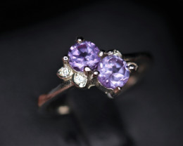 Attractive Natural Alexandrite , CZ & 925 Sterling  Silver Ring