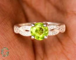 Unique Design 16.60 Ct Silver Ring ~ With Peridot