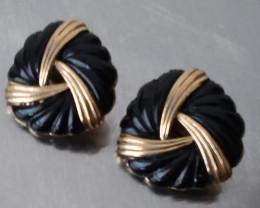 VINTAGE TRIFARI CROWN CLIP ON EARRINGS / GOLD & BLACK ENAMEL 1955 - YR.