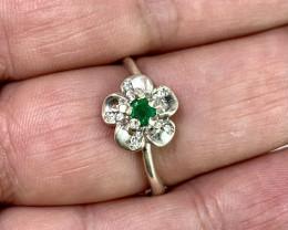 Natural 12.00 Carats Green Emerald 925 Silver Ring