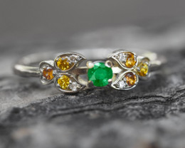 Gold ring with emerald, sapphires and diamonds