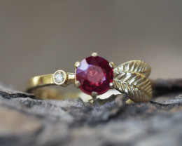 Gold ring with spinel and diamond