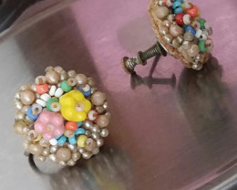VINTAGE BEAD SCREW ON EARRINGS RARE & VERY COLLECTIBLE
