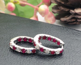 Channel set Pigeon Blood Ruby, flanked diamond 9K Yellow gold Ring