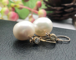 Pair of drop shape south sea pearl of silver wiite 9K gold Earring