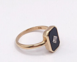Art Deco Style featureing black onyx center white diamond 9K gold Ring