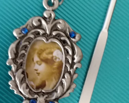 PEWTER BOOK MARK / BEAUTIFUL HOLDS PICTURE - NO RESERVE