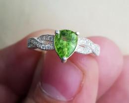 Natural Green Peridot 16.25 Carats 925 Silver Ring