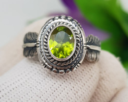 Natural Green Peridot 19.30 Carats 925 Silver Ring