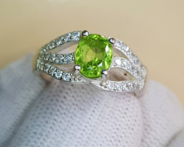 Natural Green Peridot 19.25 Carats 925 Silver Ring