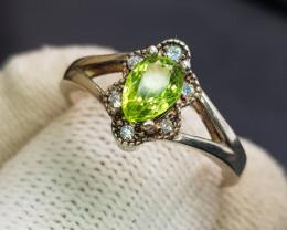Natural Green Peridot 16.70 Carats 925 Silver Ring
