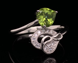Top class jewelry Natural peridot  ring with White CZ in  Silver 925