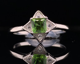 Top class jewelry Natural Green Tourmaline  ring with White CZ in  Silver 9