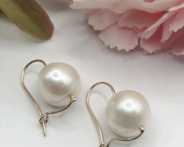 Pair of south sea pearl of silver wiite 9K gold Earring