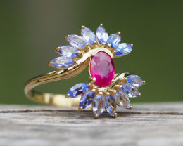 Gold ring with ruby and tanzanites.
