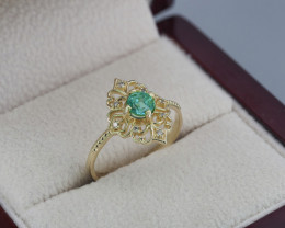 14 kt gold ring with emerald and diamonds are hand made item.