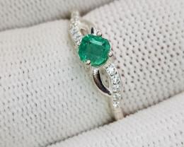 Natural Green Emerald 10.00 Carats 925 Silver Ring
