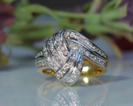 SPECTULAR DIAMOND RING 18K GOLD -- SIZE 5.5
