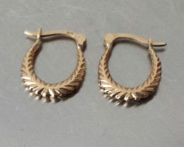 VINTAGE 10 KT YELLOW GOLD CLASSIC HOOP EARRINGS WITH SECURITY CLOSURE