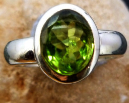 Large Peridot 925 sterling silver Ring size   10   RT977