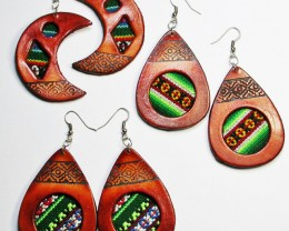 31 CTS HANDMADE FABRIC EARRINGS WITH LEATHER PARCEL [PLT36]