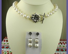 WHAT A SUPERB GIFT - FOR THE LADY WHO LOVES PEARLS