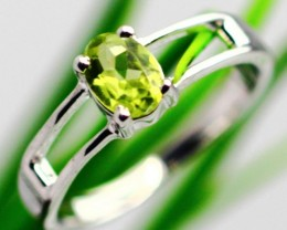 2.49Grams Green Peridot Solid 925 Silver Ring Size7.5