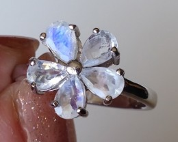 A VERY SWEET NATURAL MOONSTONE DAISY RING SIZE 9 STERLING