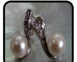 Elegant / Dressy Drop Pearl set on white Gold 18K Earring