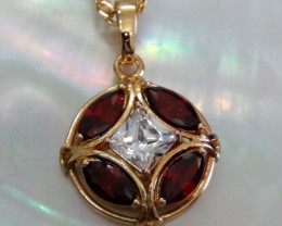 Circle pendant with Garnet and Topaz 18K N/R