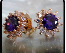 Dainty flower studs with Amethyst and white Topaz 18K N/R