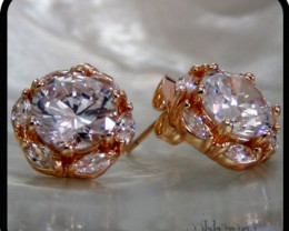 Flower studs with well cut white Topaz  18K N/R