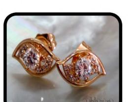 Dressy Well Cut Topaz Stud earrings 18K N/R