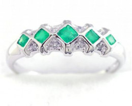 Emerald & 8 Diamond Solid 9K Yellow Gold Ring-No Reserv