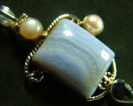 STUNNING LARGE BLUE LACE AGATE PENDANT 72.00 CTS.  [GT788]