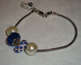 CRYSTAL AND GLASS BEADS ON A SILVER BRACELET