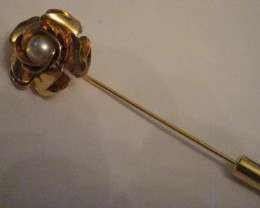 GOLD TONED ROSE WITH FAUX PEARL CENTER STICK PIN