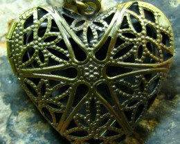 TimeLessDesigns  ANTIQUE BRONZE HEART LOCKET CHARM PENDANT