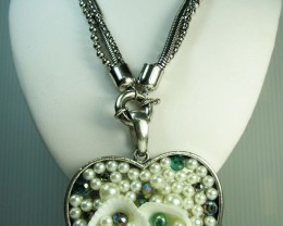 HEART SET PEARLS IN LONG NECKLACE QT 285