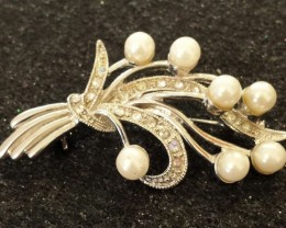 VINTAGE Brooch, A bouquet of pearls beauty